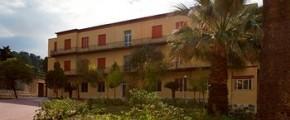 HOTEL VILLA SANT'ANDREA DI VALDERICE DIVENTA CENTRO D'ACCOGLIENZA PER IMMIGRATI